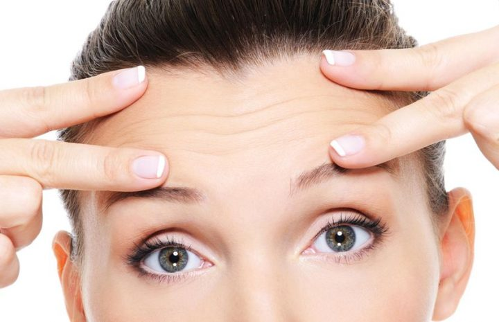 What helps against forehead wrinkles? These care products promote a smooth complexion